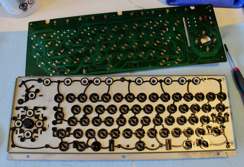 HB-101 keyboard frame exposed